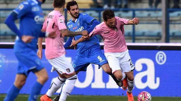 Un duello tra Riccardo Saponara e Franco Vazquez, i due fantasisti. Getty