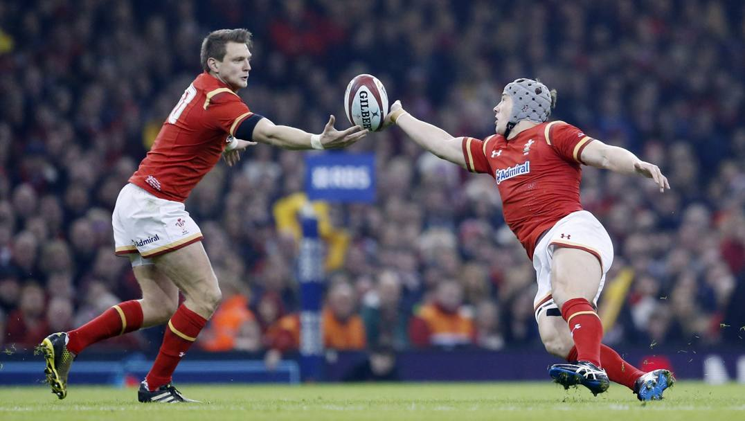 Dan Biggar e Jonathan Davies in azione (Action Images)