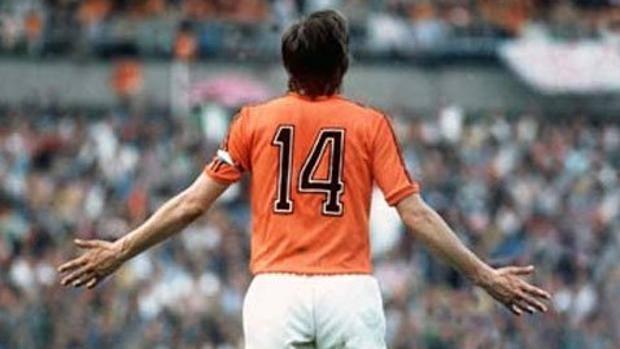 Cruijff con la maglia della Nazionale. Sia con l'Olanda, sia nei club vestiva il numero 14