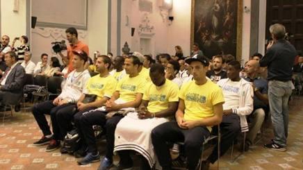 I giocatori dell'Afro-Napoli United, squadra nata nel 2009 . Gasport