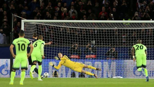 Hart para il rigore di Ibrahimovic. LaPresse