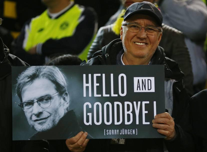 Grande accoglienza da parte degli ex tifosi per Klopp a Dortmund. REUTERS