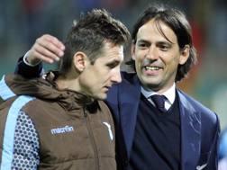 Inzaghi abbraccia Klose dopo la vittoria di Palermo: due soli anni di differenza tra i due. Ansa