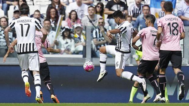 Il gol di Sami Khedira, che ha sbloccato la gara. LaPresse