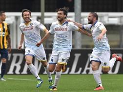Il Frosinone festeggia il gol del difensore Adriano Russo. Getty Images