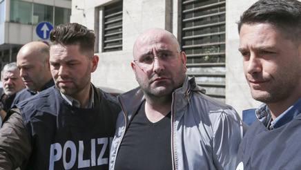 L'arresto del boss Roberto Manganiello. LaPresse