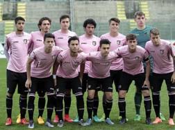 La formazione del Palermo Primavera, prima della semifinale (vinta) con l'Inter a Viareggio. Getty Images