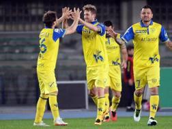 Il Chievo festeggia la vittoria per 5-1 ai danni del Frosinone. ANSA