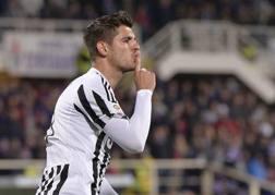 Alvaro Morata zittisce il pubblico di Firenze dopo il 2-1. LaPresse