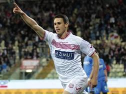 Kevin Lasagna  esulta dopo il gol vittoria contro l'Empoli. Getty