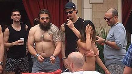 Martin Castrogiovanni, 34 anni e 118 caps, alla festa del Psg con Ibra e compagni a Las Vegas FOTO L'EQUIPE