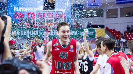 Ryan Broekhoff, 25 anni, festeggia la promozione del suo Lokomotiv Kuban GETTY IMAGES