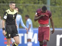 Sadiq lascia il campo dopo l'espulsione nel derby con la Lazio. Getty Images