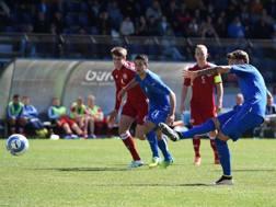Antonino La Gumina realizza il rigore del 2-0 contro la Danimarca, suo primo gol in azzurro. Getty Images