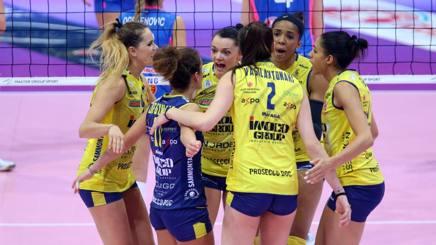 L'esultanza delle ragazze di Conegliano per la vittoria in gara-2 su Piacenza RUBIN/LVF