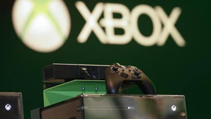 La Xbox One della Microsoft, la casa di Redmont ne avrebbe vendute finora 18 milioni di esemplari, contro i 37 milioni della Playstation 4