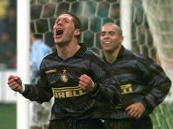 La gioia di Simeone dopo un gol con la maglia dell'Inter. Reuters