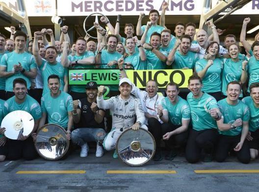 La Mercedes risponde ai tifosi polemici
