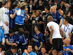 I giocatori dell'Inter e Jos� Mourinho festeggiano la Coppa Italia vinta a Roma il 5 maggio 2010. Ansa