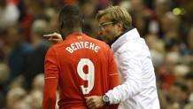Christian Benteke, 25 anni, attaccante belga del Liverpool, riceve indicazioni da Jurgen Klopp, 48. Reuters