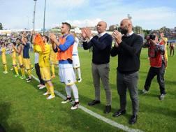 Roberto Stellone saluta i tifosi al Matusa. Getty