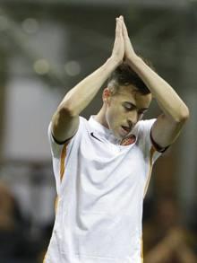 Stephan El Shaarawy ringrazia i tifosi del Milan, che lo applaudono dopo il gol. Ap