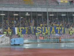 I tifosi del Frosinone in trasferta allo stadio San Paolo di Napoli. LaPresse
