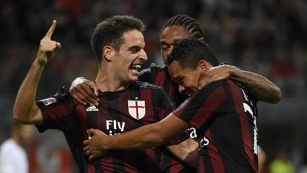 Giacomo Bonaventura, Carlos Bacca e Luiz Adriano esultano dopo un gol. Afp