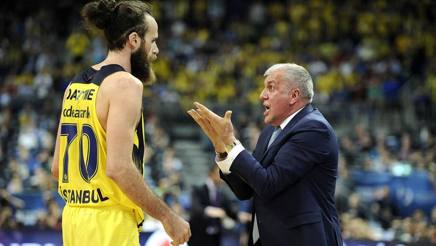 Coach Obradovic con Gigi Datome. Getty Images