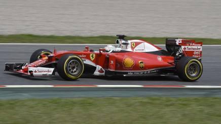 Sebastian Vettel in azione nei test al Montmel�. Colombo