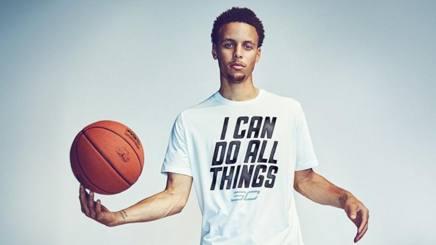 """Stephen """"Steph"""" Curry, il playmaker dei Golden State Warriors, � nato ad Akron, Ohio, e ha 28 anni: la sua collezione di scarpe fa volare i profitti"""