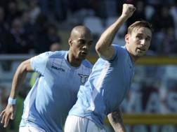 A destra, Lucas Biglia, 30 anni, centrocampista argentino e capitano della Lazio. LaPresse