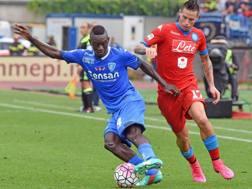 Diousse contro Hamsik, alla terza di serie A: il senegalese ora torner� in Primavera. Ansa