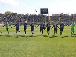 I giocatori dell'Atalanta salutano il pubblico