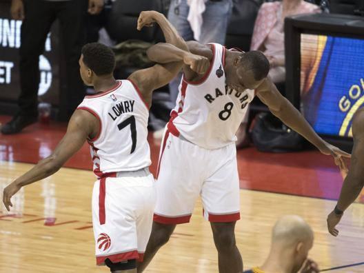Lowry e Biyombo, protagonisti nel successo di Toronto in gara-4. Reuters