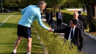 L'incontro tra Roberto Mancini e il presidente dell'Inter Erick Thohir ad Appiano Gentile. Getty