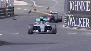 L'impatto della McLaren di Button contro il tombino a fine sessione