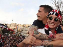Fabio Pisacane e Niccol� Giannetti alla festa promozione. LaPresse