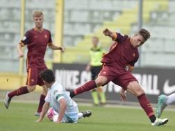 Ferrante in scivolata su Ponce, autore del gol del vantaggio giallorosso. Getty Images