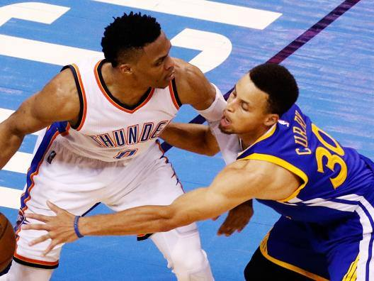 Westbrook contro Curry. Afp