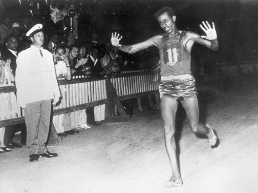 Bikila trionfa a Roma 1960