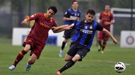 Uno dei tanti precedenti tra Inter e Roma Primavera: playoff campionato 2012-13, Bandini inseguito da Frediani. Italy Photo Press