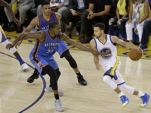 Kevin Durant contro Steph Curry. Ap