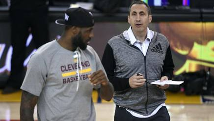David Blatt con LeBron James. Reuters