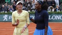 Serena si complimenta con Garbine Muguruza in premiazione. Ap