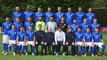 I 23 convocati dell'Italia con il c.t. Conte e i dirigenti. Getty
