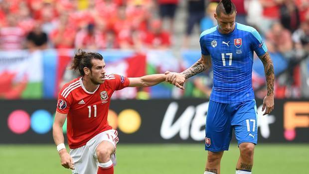 Bale, 26 anni e Hamsik, 28.