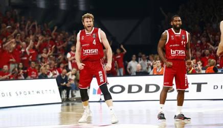 Niccol� Melli e Wanamaker dopo il successo in Bundesliga