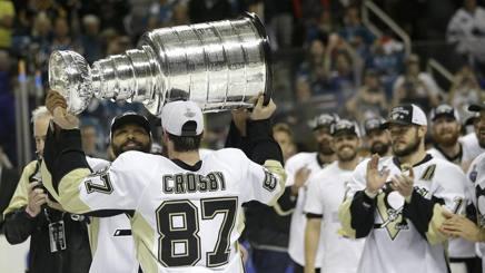 Crosby con il trofeo