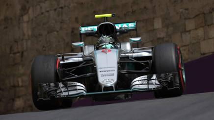 Nico Rosberg in azione con la Mercedes. LaPresse